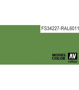 074) 70.891 Verde Medio Model Color (17ml.)