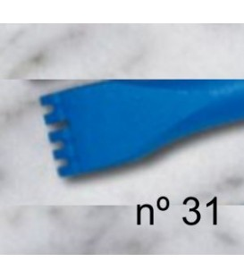 b) Gradina de diente plano para escultura de 14 mm. 5 d.