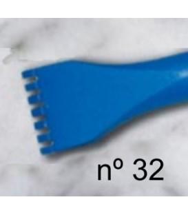 c) Gardina de dent plana per a escultura de 20 mm. 7 d.