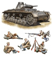 WWII military miniatures series 1/35